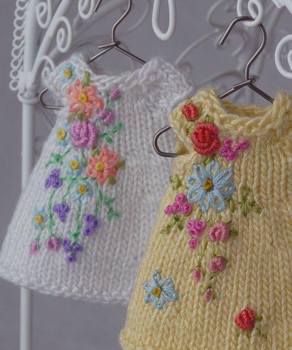 Образцы вышивки на вязаных изделиях