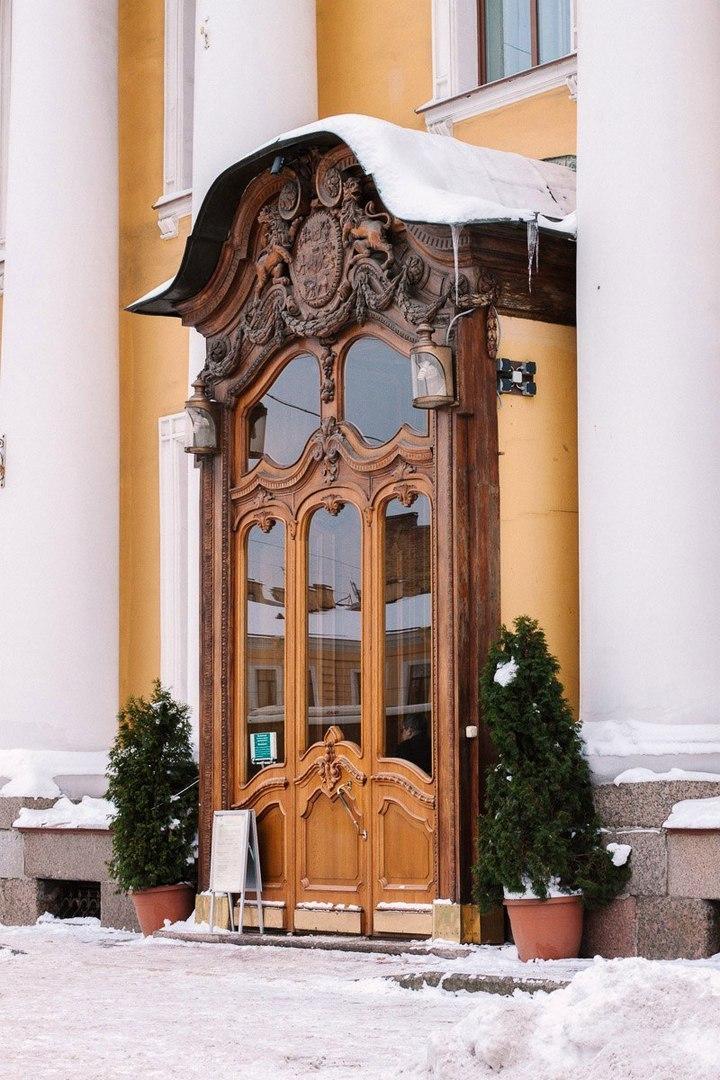 Двери и крылечки Петербурга