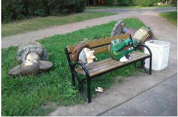 """В Питере """"завалили"""" Чебурашку и обезглавили Шапокляк с Крокодилом Геной"""