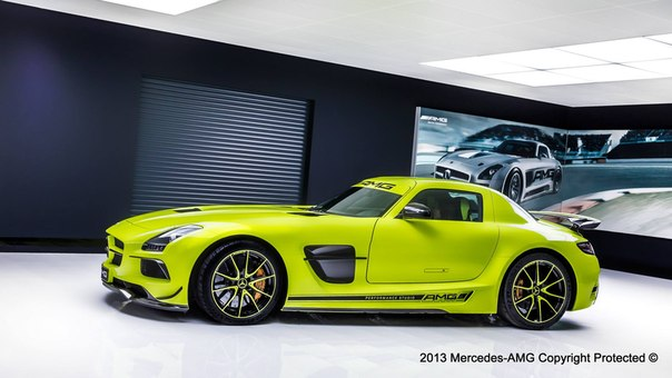 Mercedes-Benz SLS AMG Black Series. #HD #CarsGirls