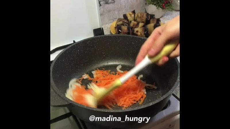 Обед Рулетики из баклажанов с фаршем и овощами в соусе