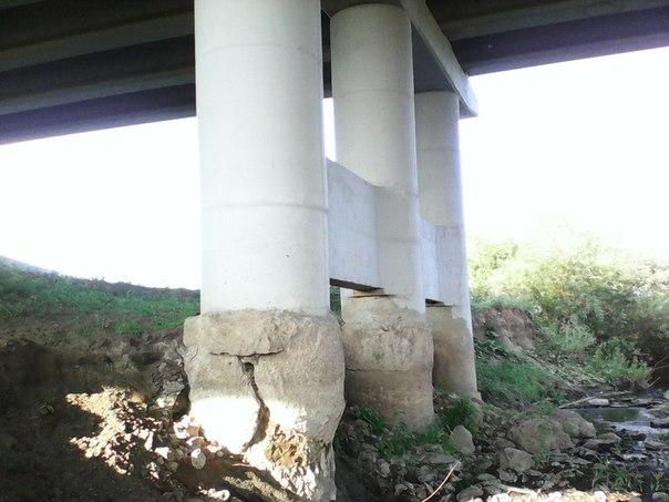 В Башкирии вода размыла опору моста