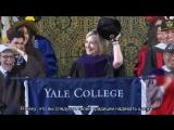 Хилари Клинтон выступила перед выпускниками Йеля с шапкой-ушанкой