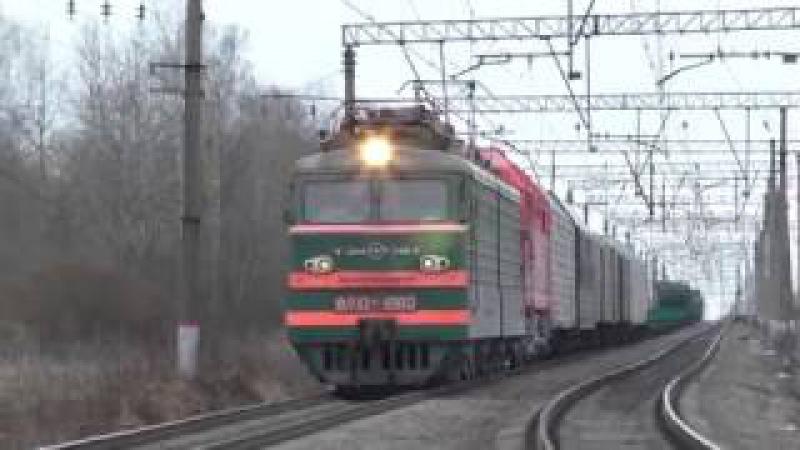 Электровоз ВЛ10-1860 с перегоняемым тепловозом ТЭП70БС-093 и с грузовым поездом