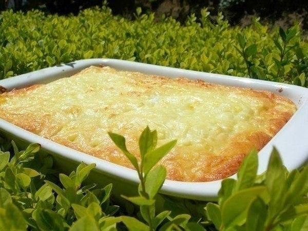Картофельная запеканка с мясным фаршем на ужин Ингредиенты на 5 порций: - Картофель – 1,5 кг - Говядина/свинина – 0,5 кг - Масло сливочное – 100 г - Сыр твердый – 250 г - Яйцо – 1 шт. - Лук репчатый – 1 шт. - Масло растительное - 2 ст. ложки - Сухари панировочные - Соль по вкусу - Специя: перец черный молотый по вкусу Приготовление: 1.Очистите картофель, нарежьте кубиками и сварите в подсоленной воде. Тщательно растолките толкушкой, чтобы не было комочков. Добавьте сливочное масло, яйцо и 100…
