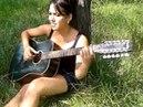 Noiz MC- Moe море, девушка играет на гитаре и читает реп