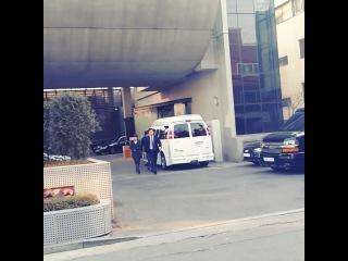 3 марта 2014 Юн около здания YG
