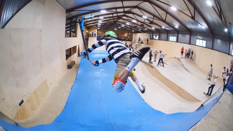 трюки на самокате в скейтпарке ksspark 20190202