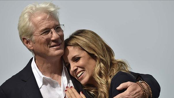 Ричард Гир назвал сына в честь жены На днях 69-летний Ричард Гир и его жена, 35-летняя бизнесвумен Алехандра Сильва, вновь стали родителями - на свет появился их первый общий ребенок. СМИ