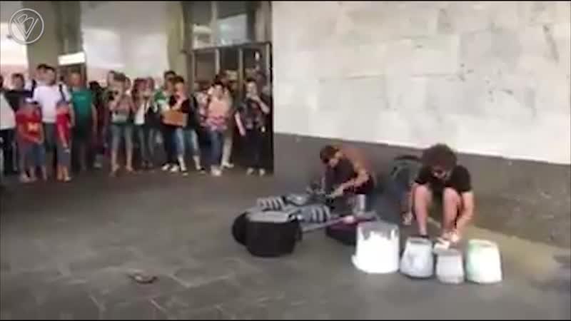 Москвичи защитили уличных музыкантов от сотрудницы метро