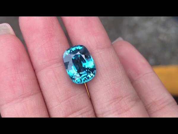 Royal Blue Natural Zircon 9,38 карат IF 13x9,90x7мм 94т