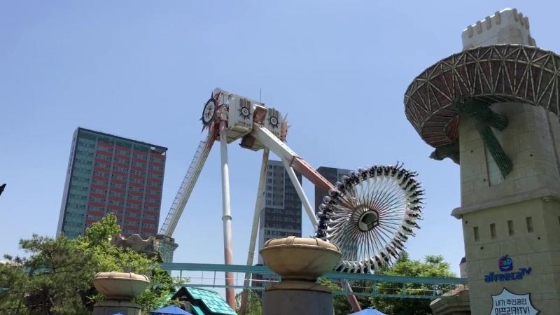 Та самая жуткая каруселька Gyro swing (Lotte World)