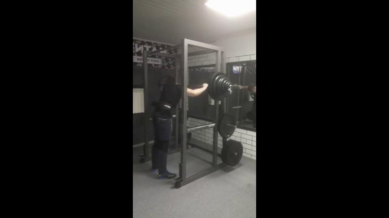 Squat in bandages 157.5 kg @82kg