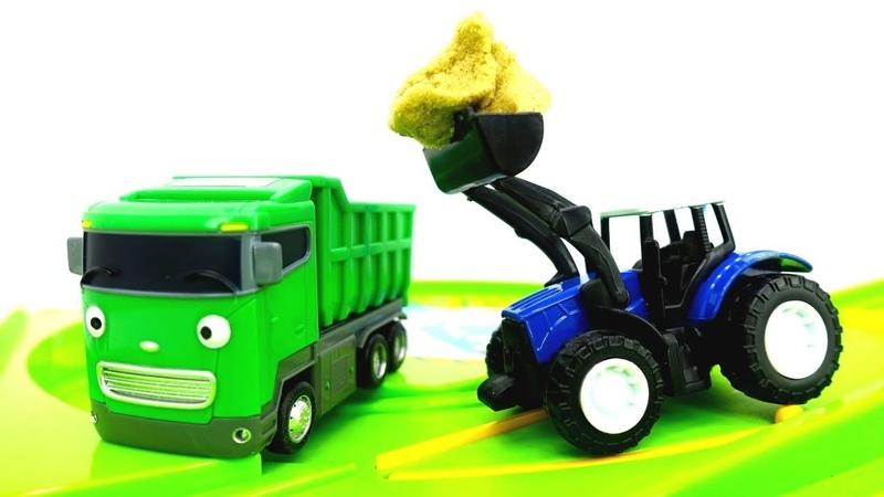 Vehículos de servicio. Un camión volquete y un tractor. Vídeos de juguetes para niños.