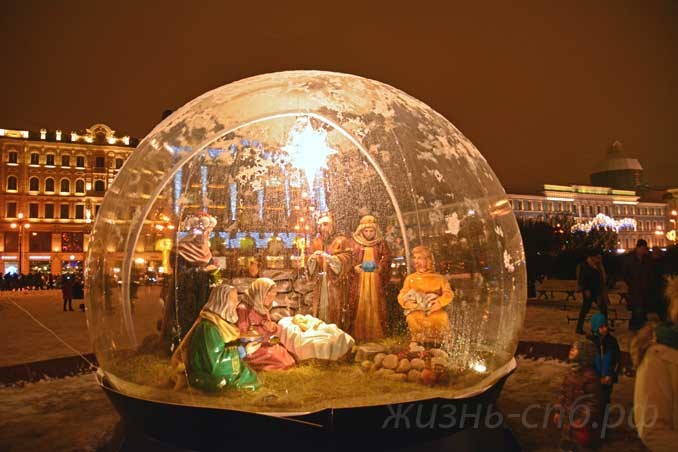 Рождественскя Инсталляция у Казанского