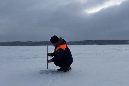 """Акция """"Безопасный лед"""": специалисты провели мониторинг ледового покрытия на водоемах республики"""