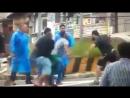 Parasita apanha ao blasfemar contra o símbolo Nacional usando camisa de traidor