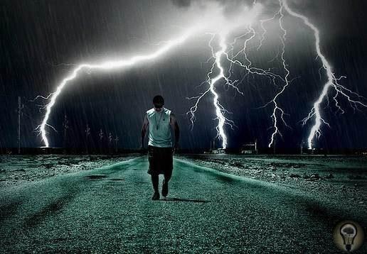 Молнии и люди Масштабы явления, которое мы называем словом «молния», грандиозны. Достаточно сказать, что во всем мире ежечасно происходит до одного миллиона разрядов молний, а длина