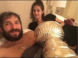 Celebration at Ovechkins house with the Stanley Cup Овечкин гуляет дома с Кубком Стэнли