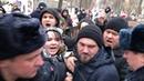 Жёсткие задержания на шествии антифашистов