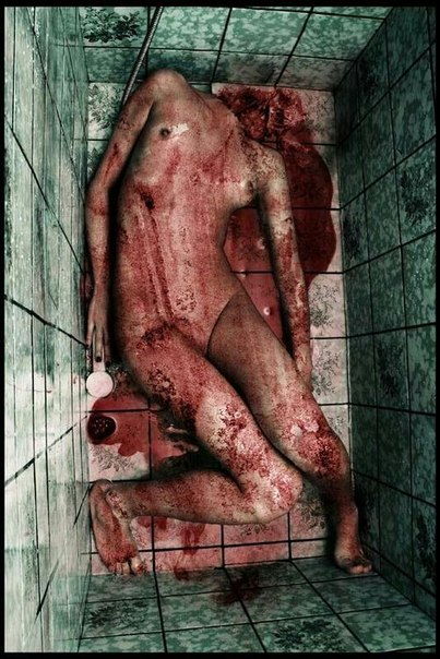 жестоко насилует: