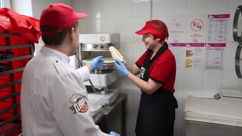 День повара Легко ли быть поваром Учимся готовить пиццу Поздравление от бренд шефа Антона Коржева