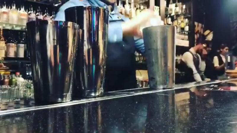 А мы уже во всю начинаем наливать 🔥😜 bibliotecaloungebar bar bartender hmao surgut dance party loungebar loungebarbibli
