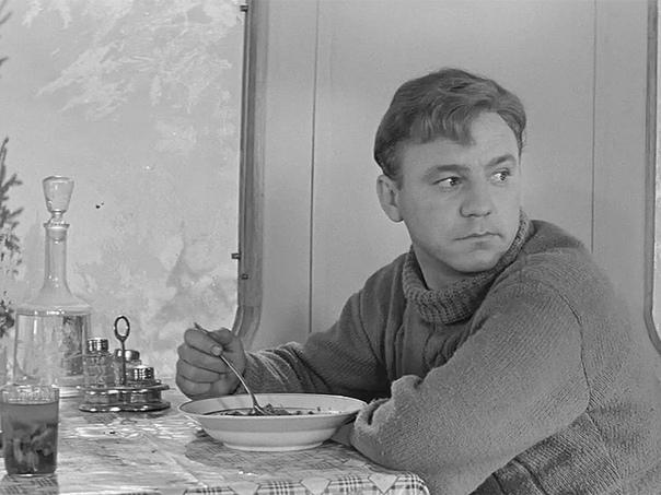 Николай Николаевич Рыбников. Один из самых ярких и выдающихся представителей школы советского кино. Фильмы с его участием, например, Девчата и Высота, до сих пор популярны у зрителей. Судьба
