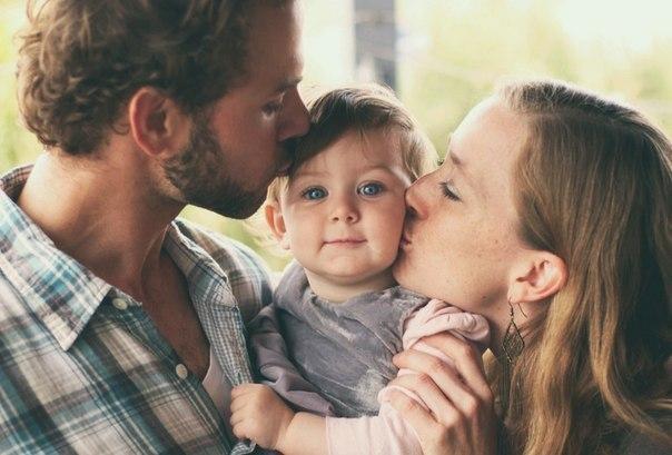 Советы родителям Говорите своему ребенку: 1. Я люблю тебя. 2. Люблю тебя, не смотря ни на что. 3. Я люблю тебя, даже когда ты злишься на меня. 4. Я люблю тебя, даже когда я злюсь на тебя. 5. Я люблю тебя, даже когда ты далеко от меня. Моя любовь всегда с тобой. 6. Если бы я могла выбрать любого ребенка на Земле, я бы все равно выбрала тебя. 7. Люблю тебя как до луны, вокруг звезд и обратно. 8. Спасибо. 9. Мне понравилось сегодня с тобой играть. 10. Мое любимое воспоминание за день, когда мы с…