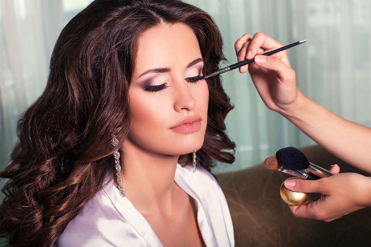 Что представляет собой макияж знаменитостей?