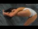 Гимнастка Эмма Шафранка в белом белье.