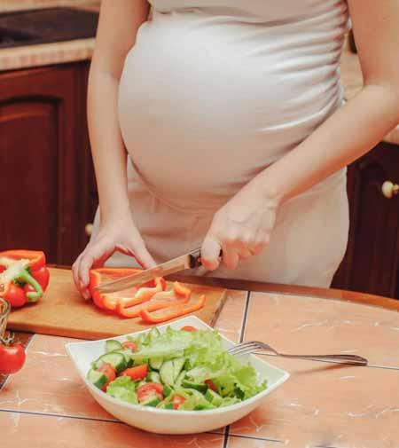 Беременные женщины, которые испытывают боль в груди, должны обратиться к врачу, чтобы исключить любые проблемы со здоровьем