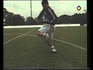 Maradona haciendo juego con distintas pelotas durante mundial 94 canal 13