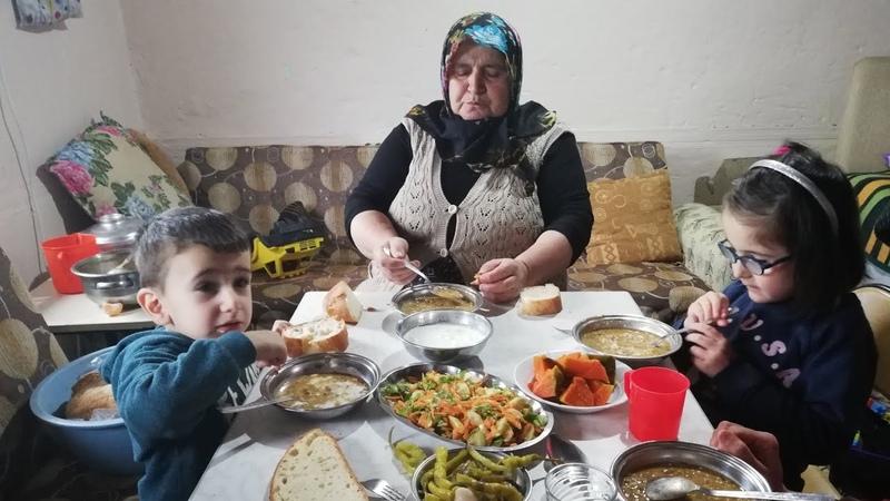 Nohutlu bulgur pilavı tarifi ve nohut yemeği tarifi Şadiye anne yemekleri