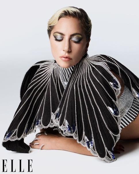 """Леди Гага рассказала о фиктивном романе с Брэдли Купером и пережитом насилии: """"У меня посттравматический синдром"""""""