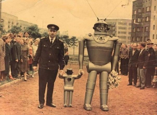 Конкурс муляжей роботов. Калининград 1968г На фото Борис Василенко, победитель первого Всесоюзного конкурса муляжей роботов. Спасибо за и