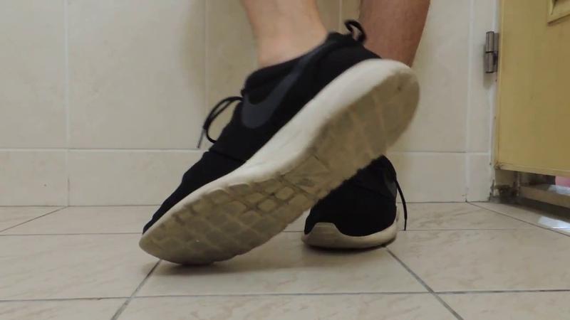 17 yo boy NIKE Roshe and white ankle socks