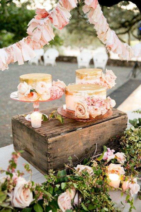 Cw3  lHwFwU - Золотые и серебряные свадебные торты 2016 (70 фото)