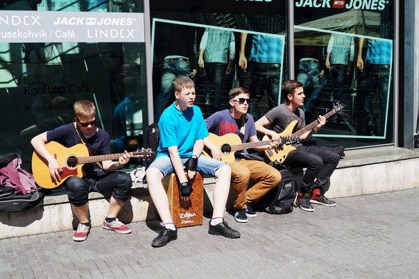 Молодежный уличный джаз-бенд