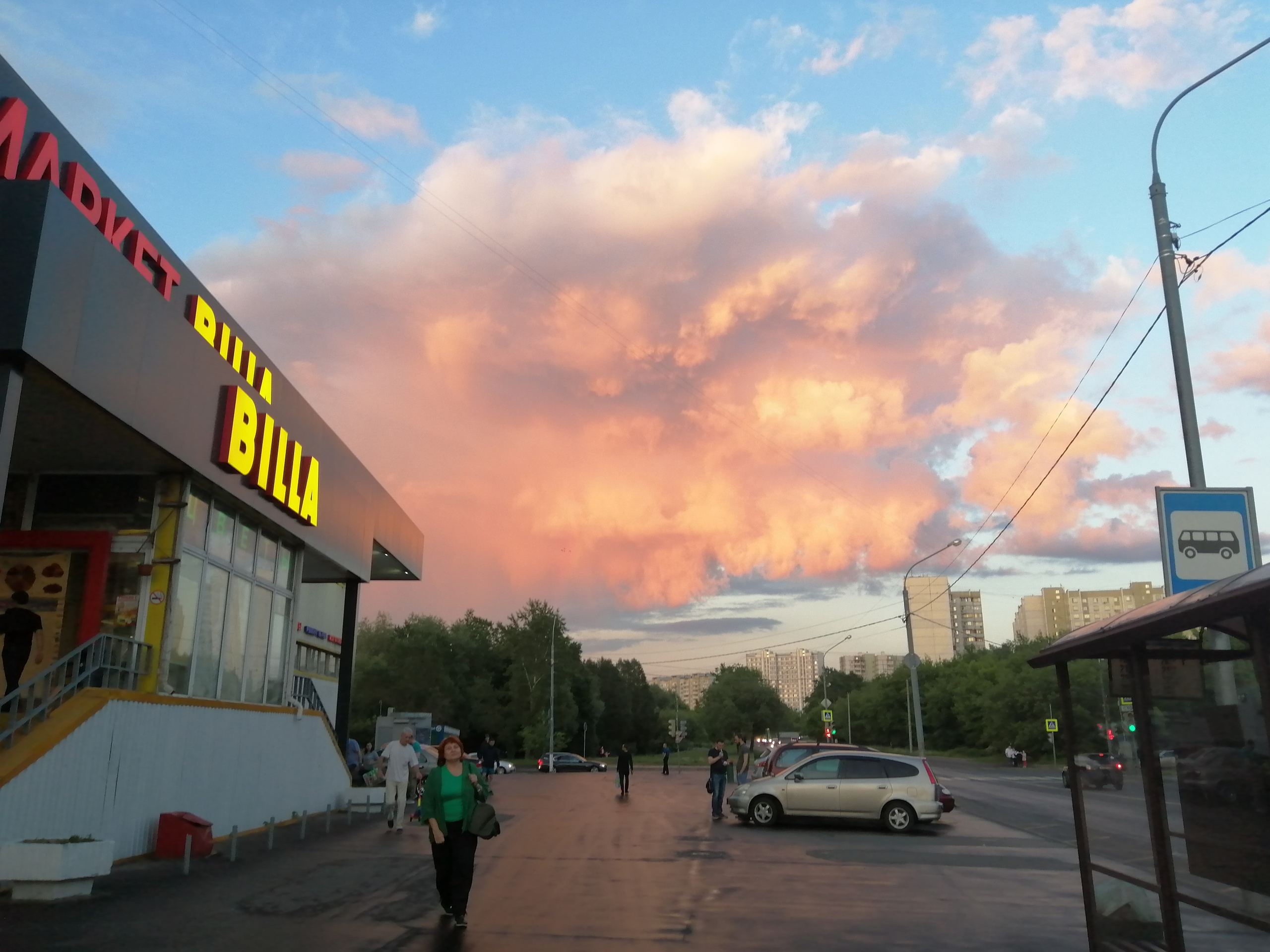 c67f66fbb4f9 И облака в закатном небе тоже прекрасны.