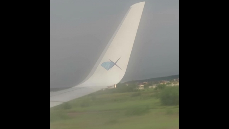 Посадка самолёта АК Якутия в аэропорту города Якутск Рейс из Москвы