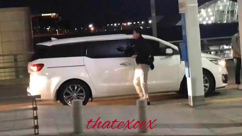 [FANCAM] 27.10.18 Xiumin, Baekhyun, Chen e KyungSoo, no aeroporto de Incheon, a caminho de Manila. -