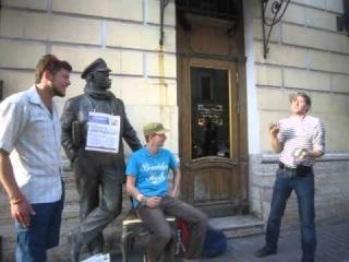 Уроки жонглирования булыжниками у памятника Остапу для парней с Мытнинской