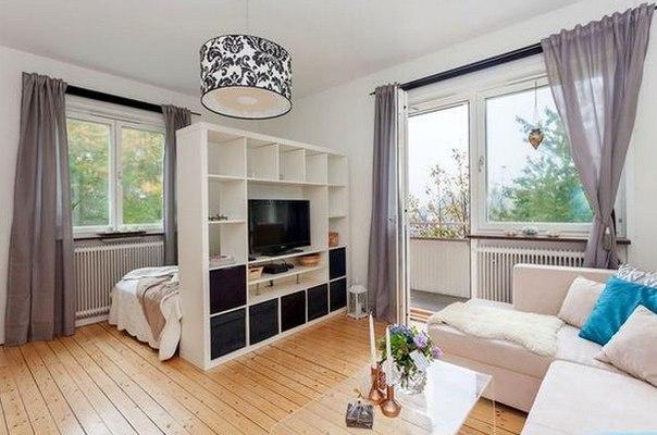 Как сделать из одной комнаты две: простые способы зонирования Если одной комнаты стало мало, а переезд невозможен – самое время задуматься о том, как трансформировать пространство и при этом не лишиться уюта и свободного пространства