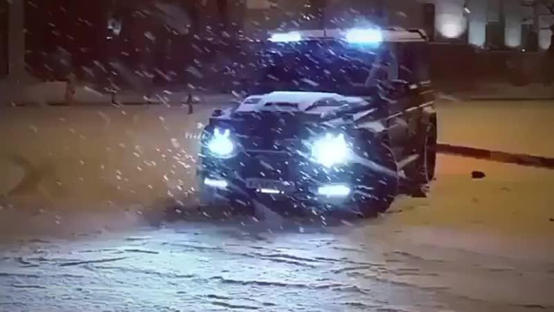 гелик валит по снегу