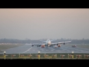 Аварийная Посадка Boeing 747 400 а к Вирджин Атлантик без правого шасси (720p).mp4