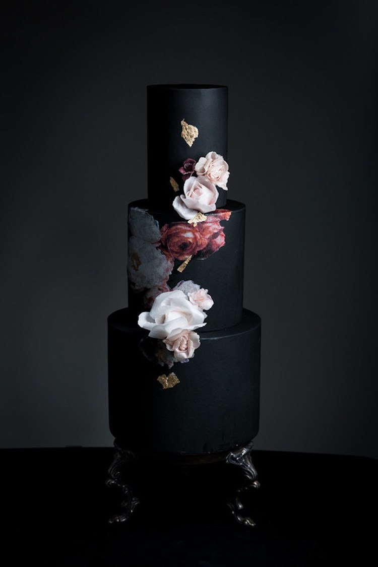 Черные торты на свадьбу на сайте ведущего в Волгограде, Павла Июльского. Заказать проведение торжества с черным тортом, заказать написание сценария для тематической свадьбы в Волгограде можно сейчас и по тел: +7(937)-727-25-75 и +7(937)-555-20-20