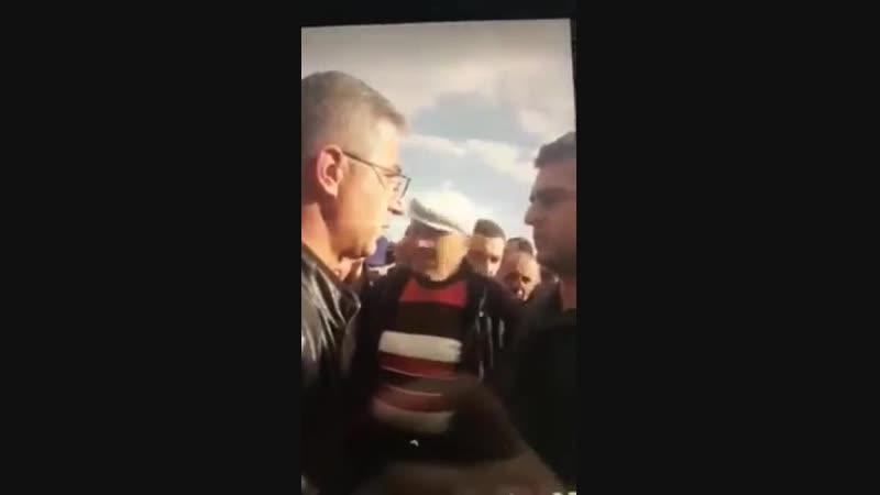 Министр сделал замечание гражданину, потом поднял окурок с земли