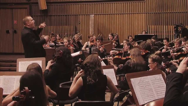 Pyotr Ilyich Tchaikovsky Romeo and Juliet Fantasy Overture Cracow Young Philharmonic