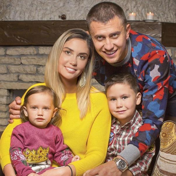Павел Прилучный и его семья!